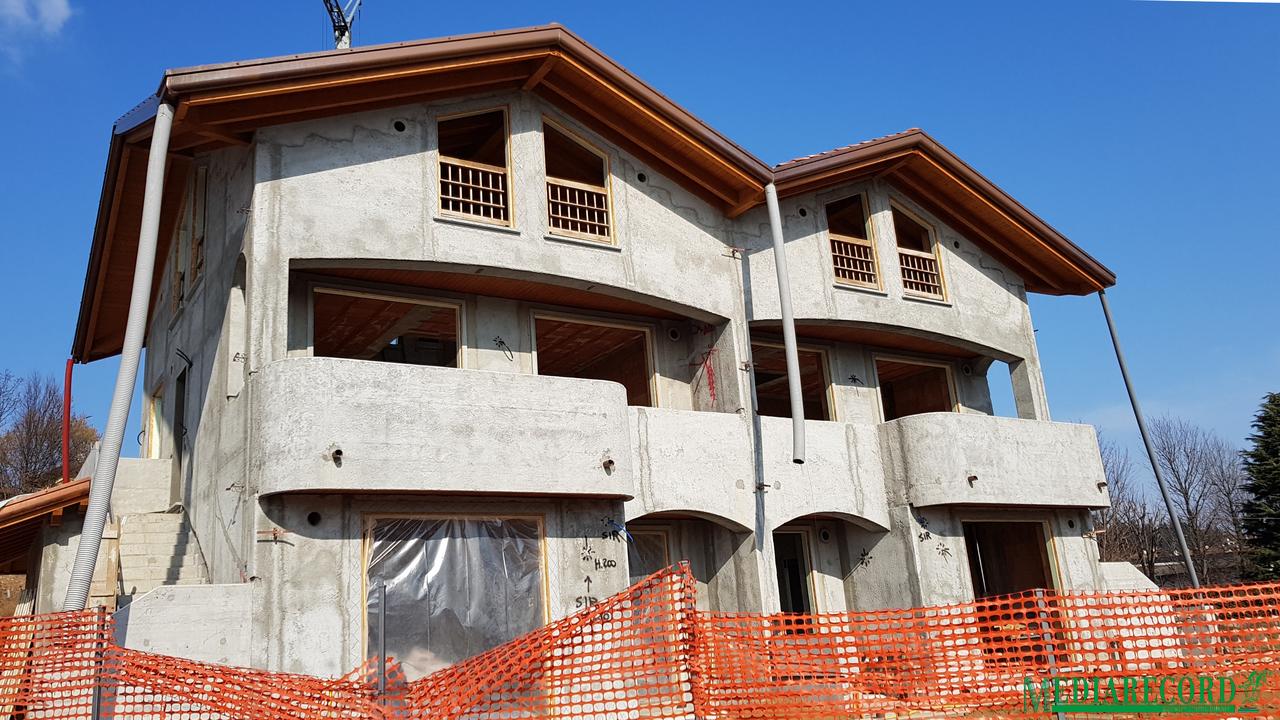 Appartamento in vendita a Appiano Gentile, 4 locali, prezzo € 273.000   CambioCasa.it