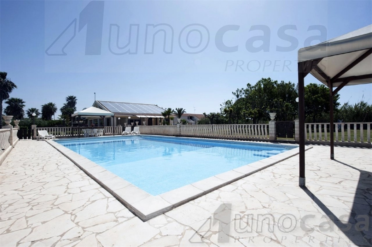 Villa in vendita a Santa Croce Camerina, 13 locali, prezzo € 590.000   CambioCasa.it