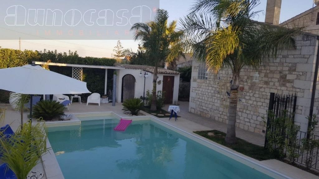 Villa in vendita a Modica, 7 locali, prezzo € 600.000 | CambioCasa.it